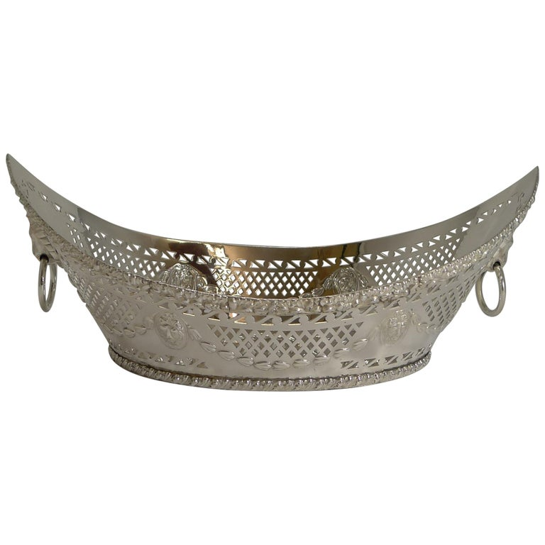 Grand Large Antique English Silver Plated Bread Basket, circa 1900