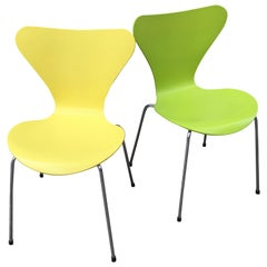 Arne Jacobsen Ant Chairs in Yellow and Green, Series 7 Model 3107
