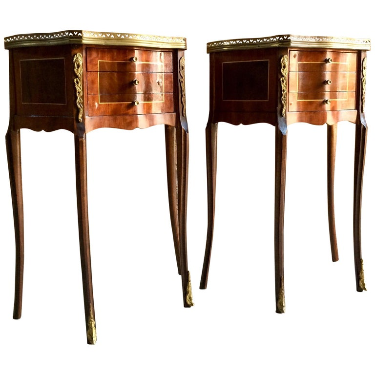 Fabulous French Bedside Tables Nightstands Rosewood and Walnut Louis XV, Pair For Sale