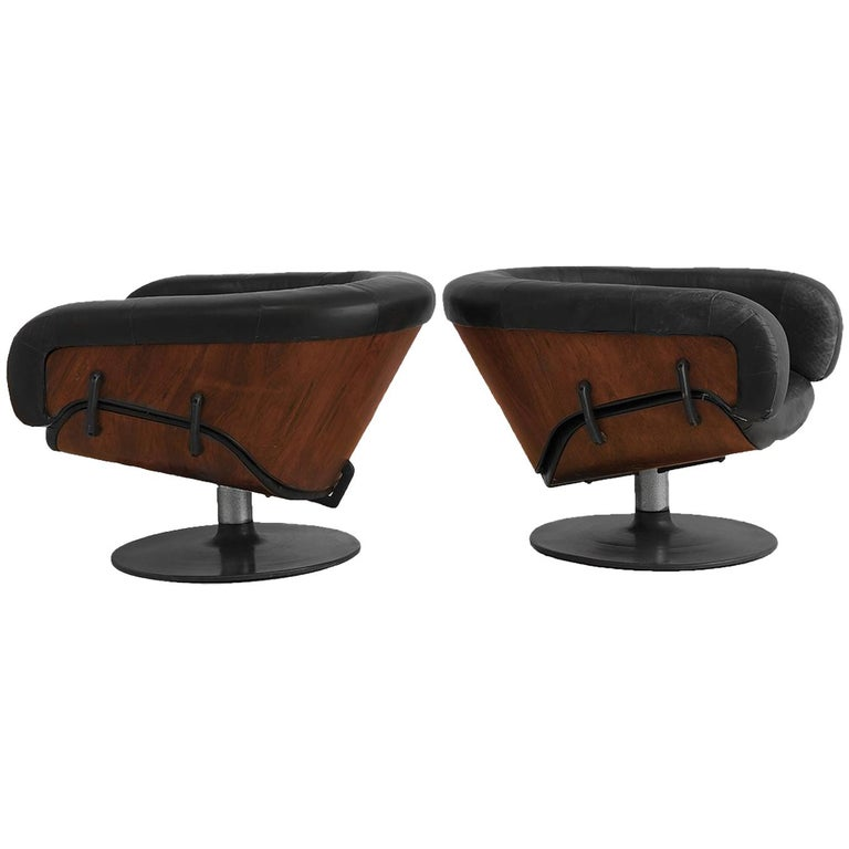 Martin Grierson for Arflex Pair of Longue Chairs For Sale