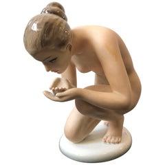 Favaro Cecchetto Mid-Century Modern Italian Ceramic Woman Statue, circa 1950