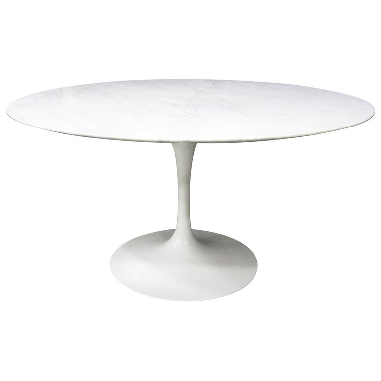 Eero Saarinen Tulip Dining Table for Knoll International, 1960s