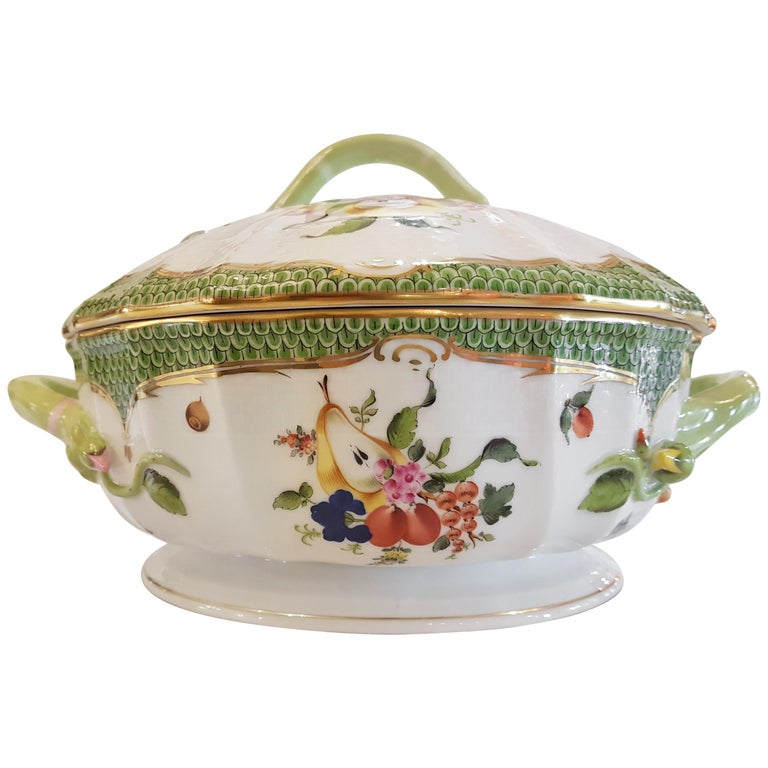 "Herend ""Bouquet de Fruits"" Hand-Painted Porcelain Tureen, Hungary, Modern"