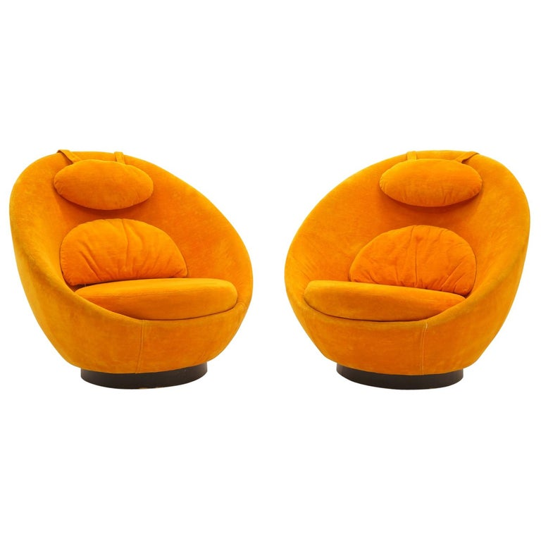 Pair of Large Swivel Egg Chairs by Milo Baughman, Original Orange