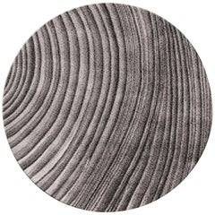 Brabbu Kara Kreisförmiger Handgetufteter Tencel Teppich II in Grau und Schwarz