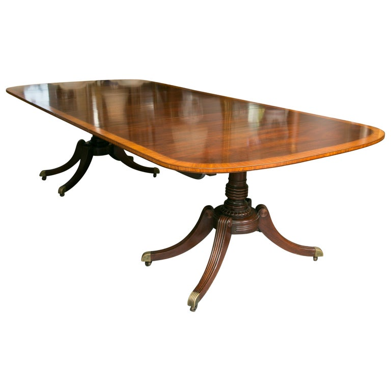 English Mahogany Dining Table with Inlay Banding For Sale