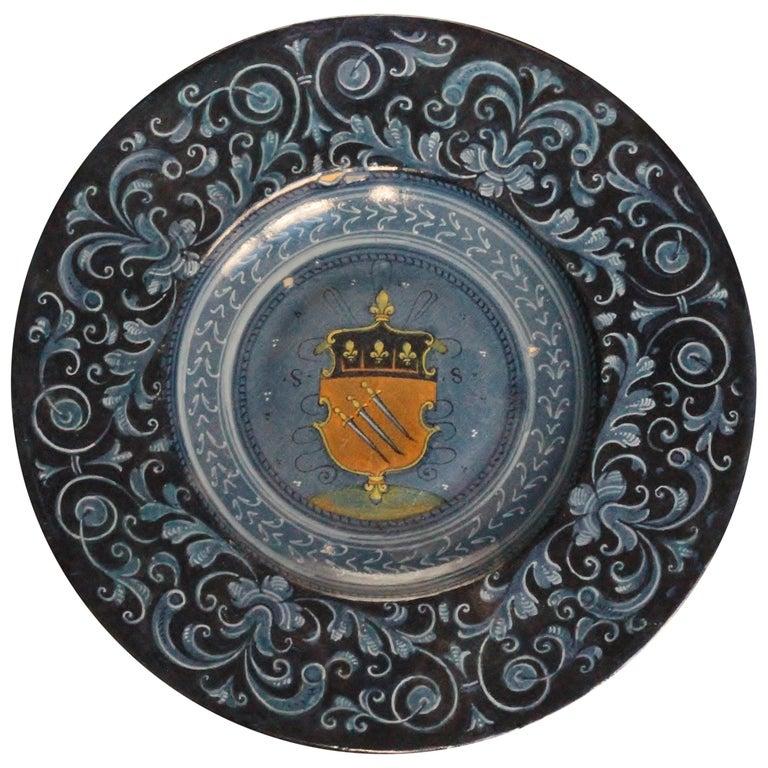Faenza Maiolica Tondino with Coat of Arms of Spada Family, circa 1535