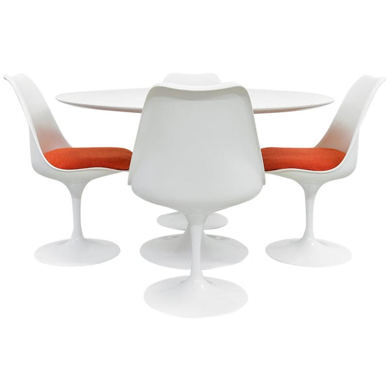 Midcentury Tulip Dining Set by Eero Saarinen for Knoll International, 1970s For Sale