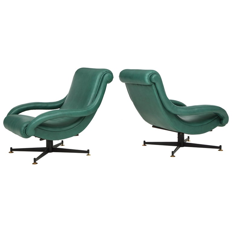 Pair of Italian Lounge Chairs in Gucci Green Leather by Radice, circa 1950 For Sale