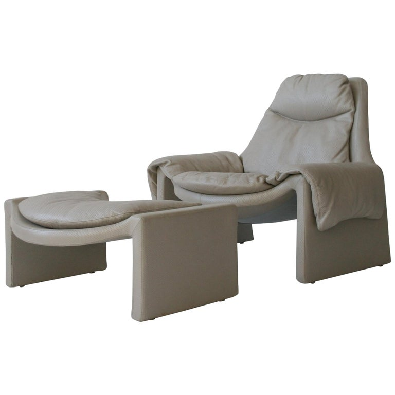 P-60 Saporiti Lounge Chair and Ottoman by Vittorio Introini For Sale