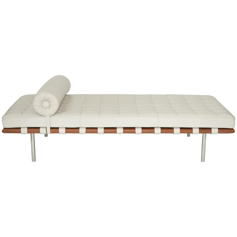 Knoll Barcelona Couch Daybed Or Sofa In White Sabrina Leather Circa 1997 For