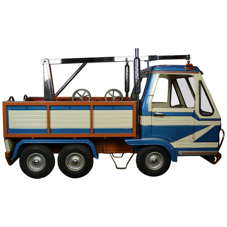 1980s Metal Carousel Tow Truck by L' Autopède Belgium For Sale