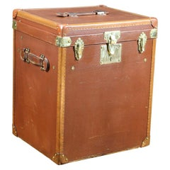 Flat Top Trunk with Two Trays for Accessories