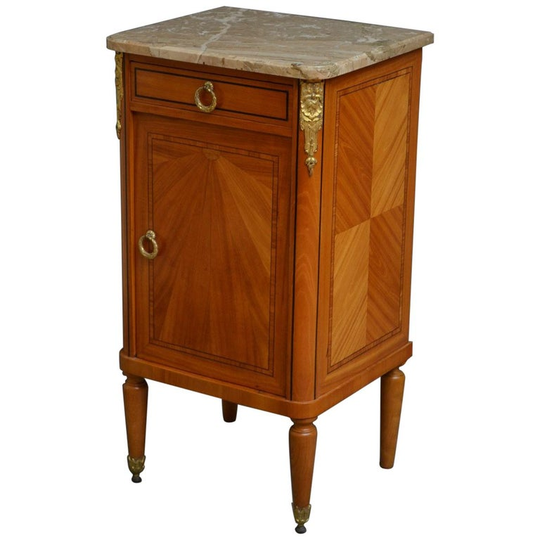 Attractive Antique Bedside Cabinet - Pair Of Antique Bedside Cabinets At 1stdibs