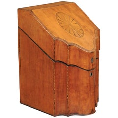 English 1840s Mahogany Serpentine Knife Box with Medallion Inlay and Stringing