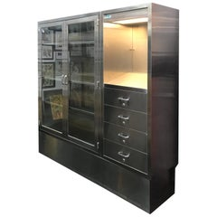 Medical Cabinet of Stainless Steel and Glass Panels with Adjustable Shelves