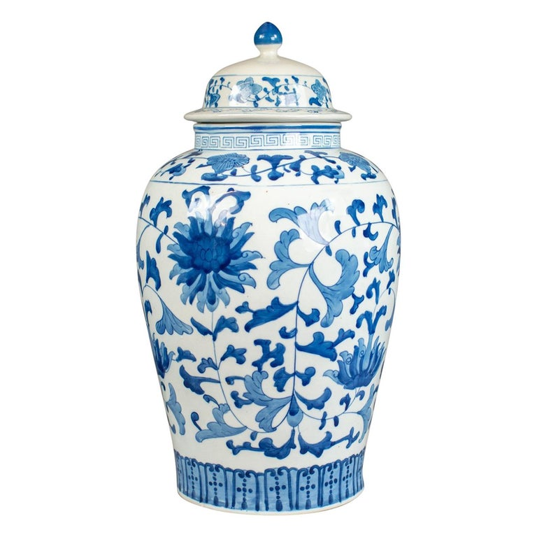 Large Baluster Vase And Cover Blue And White Chinese Ceramic Urn