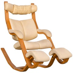 Stokke Gravity Balans Designer Leather Chair Rocking Chair Crème