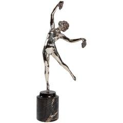 Tänzerin mit Trauben Statue