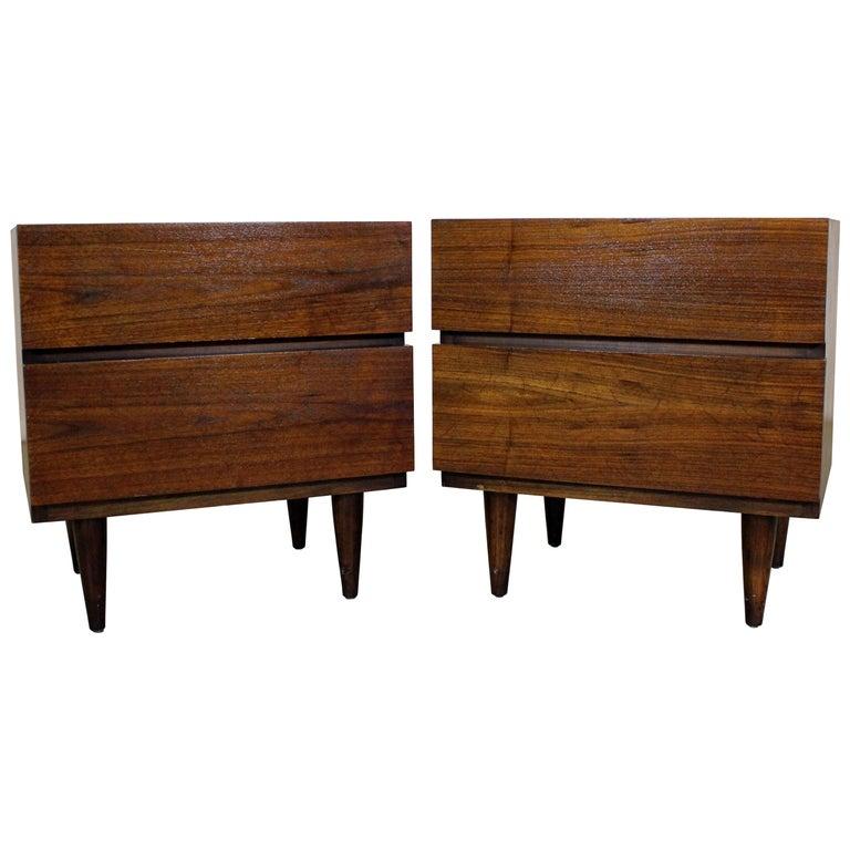 Pair of Mid-Century Danish Modern American of Martinsville Walnut Nightstands