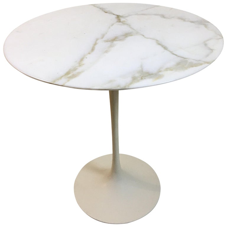 Eero Saarinen for Knoll Round Marble Side Table  For Sale