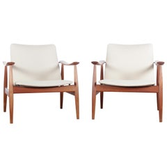 Mid-Century Modern Scandinavian Pair of Armchairs Model 138 in Teak by Finn Juhl