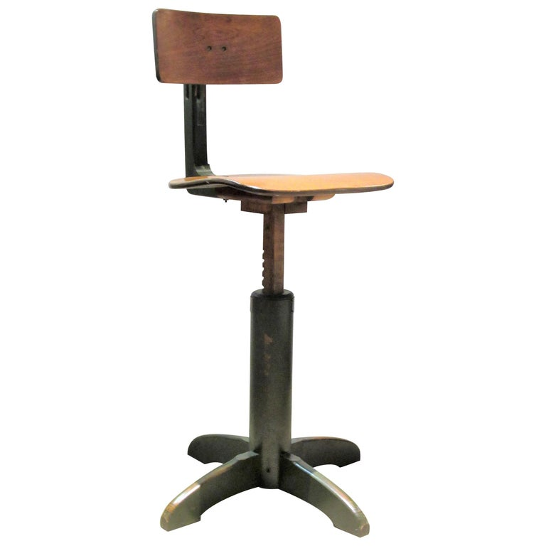American Industrial Automatic Adjustable Stool circa 1930 - 1940 For Sale