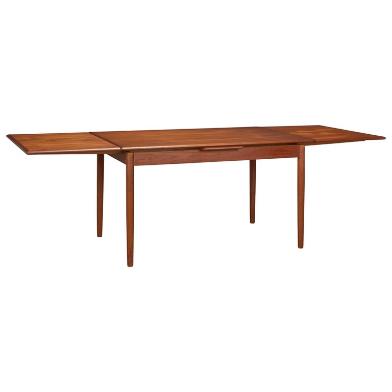 Danish Modern Teak Dining Table With Two Pull Out Leaves For
