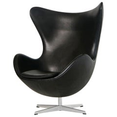 Egg Chair by Arne Jacobson for Fritz Hansen in Black Elegance Leather with Tilt