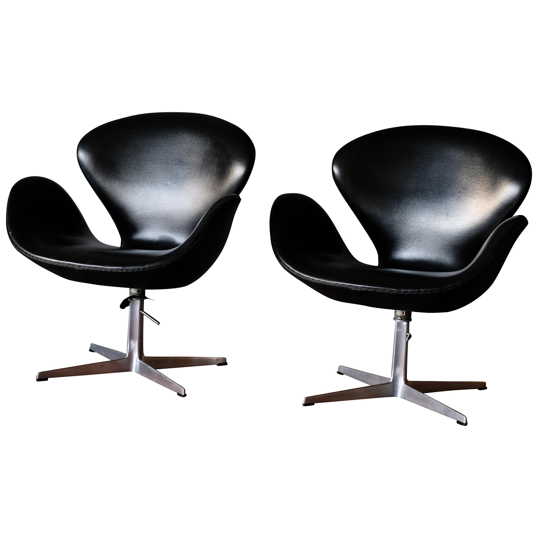 Arne Jacobsen Swan Chairs, matching set of 3 in Skai