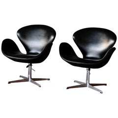 Arne Jacobsen Swan Chairs, matching set of 3 in Skai