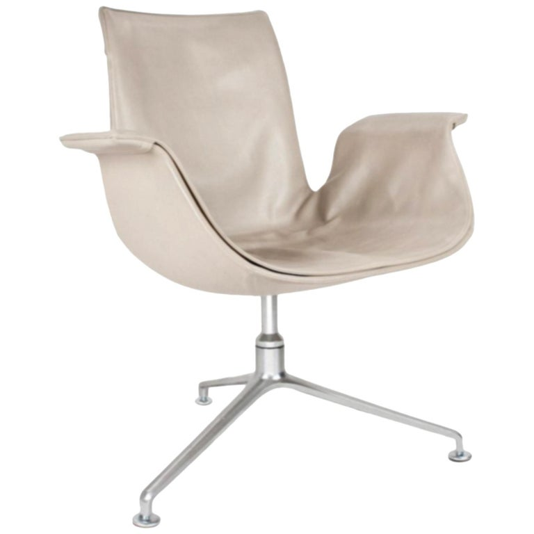 Scandinavian Modern Beige Leather and Swivel Tulip Chair by Kastholm & Fabricius For Sale