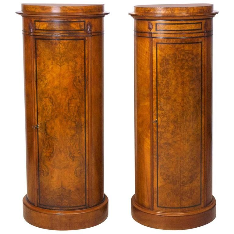 Merveilleux Pair Of Danish Empire And Biedermeier Cylinder Cabinets In Burled Walnut  For Sale