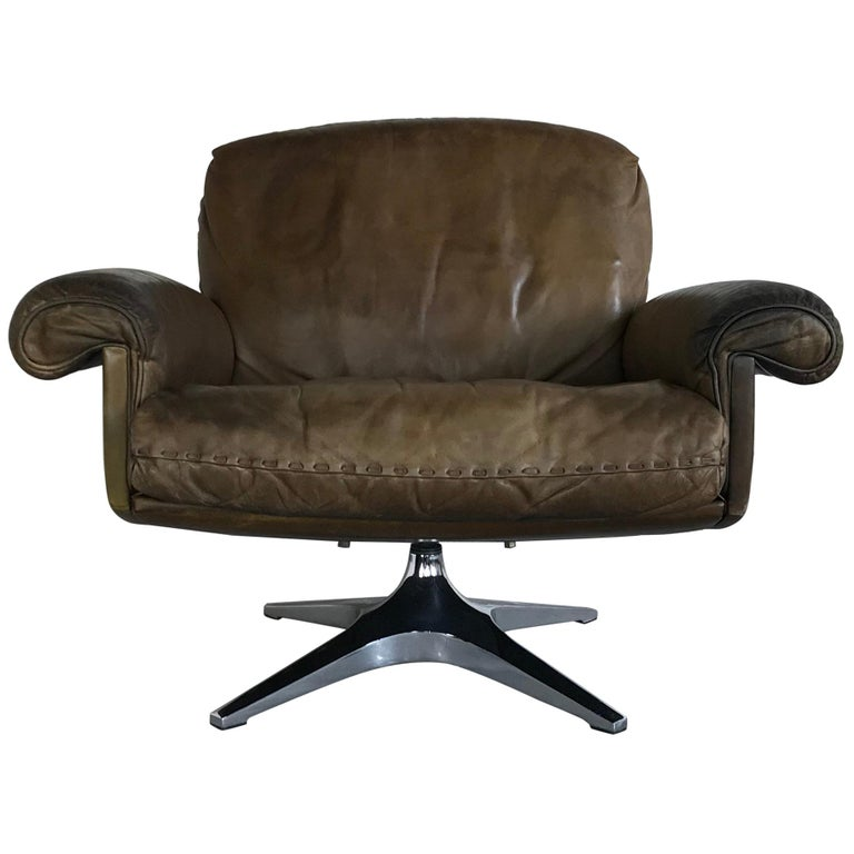 Midcentury Patinated Swivel Lounge Chair DS 31 by De Sede, 1970s For Sale