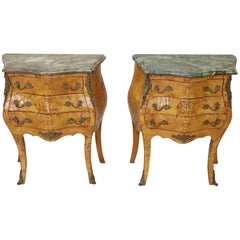 20th Century Italian Venetian Louis XV Style in wood Burl Pair of Nightstands