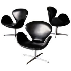 Arne Jacobsen, Set of 3 Swan Chairs