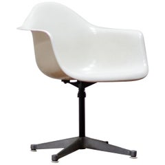 Original Charles and Ray Eames Fibreglass Shell Chair, White