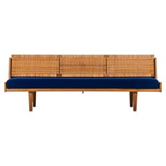 Hans Wegner Sofa Model GE-258 by GETAMA in Denmark