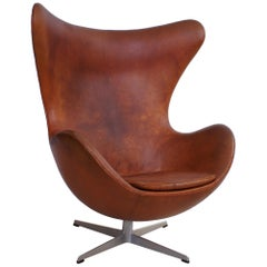 Arne Jacobsen Early Egg Chair in Original Patinated Natural Leather, 1960s
