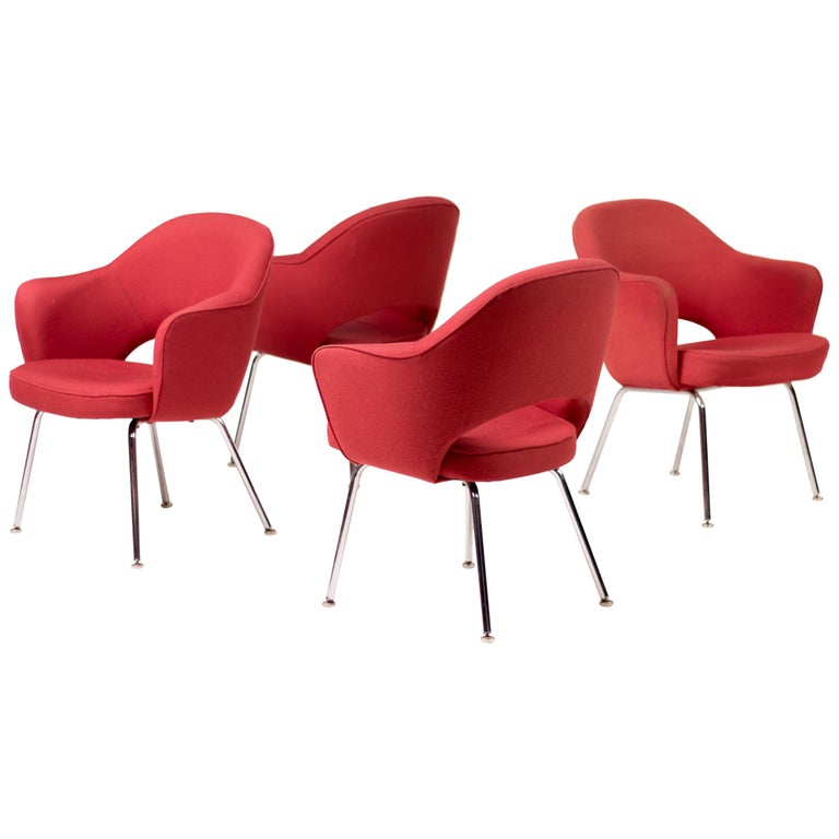 Set of Four Saarinen Executive Armchairs by Knoll International For Sale