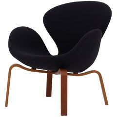 """""""The Swan"""" Chair by Arne Jacobsen"""