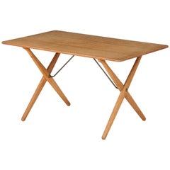 Hans Wegner 'AT 308' Oak Coffee Table with Cross-Leg Frame, Denmark, 1950s