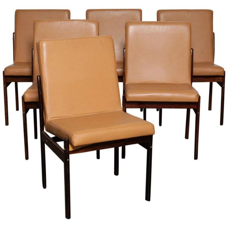 Set of 6 Brazilian Rosewood Bent Back Dining Chairs in Leather For Sale