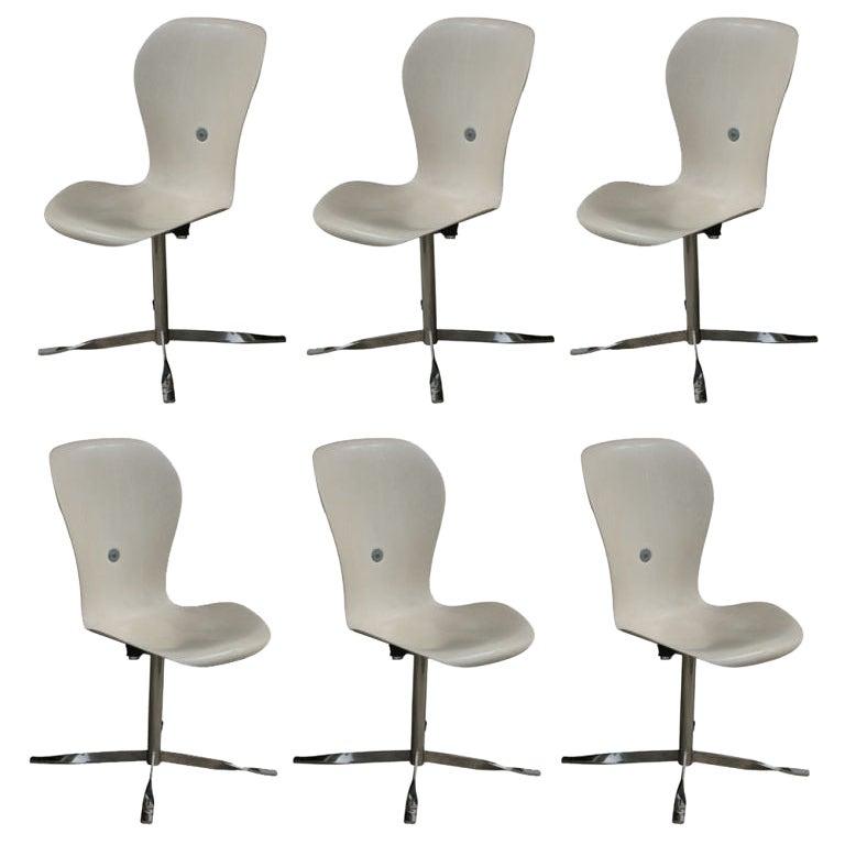 1 Ion Chair by Gideon Kramer