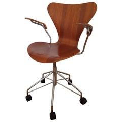 Series 7 Teak Desk Chair Model 3217 by Arne Jacobsen for Fritz Hansen