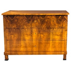 Biedermeier early 19th Century Commode in Walnut