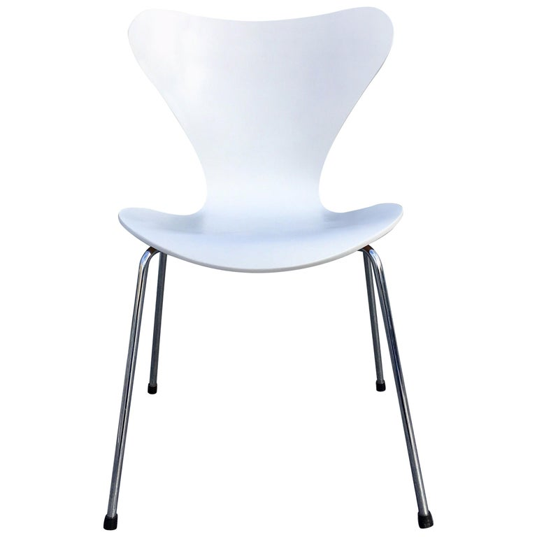 Six White Arne Jacobsen Chairs Series 7 For Fritz Hansen For Sale At