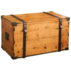 Rustic English 1820s Georgian Pine Trunk with Tin-Lined Interior and Casters