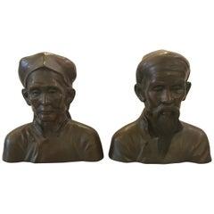 Ein Paar französische Bronzebüsten von ein paar älteren Chinesen