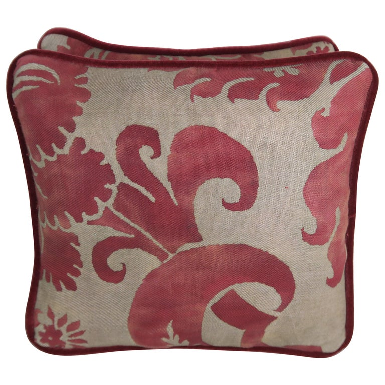Pair of Vintage Glicine Patterned Fortuny Pillows For Sale